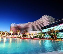 Fontainebleau_Miami_hotel_exterior_night